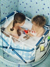 toddler baths to go babes about town. Black Bedroom Furniture Sets. Home Design Ideas