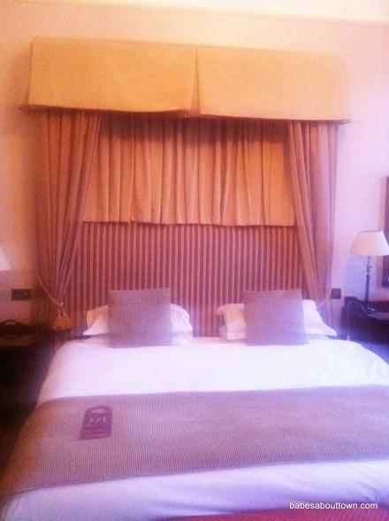Mercure Queen's Hotel Privilege Room king-size bed