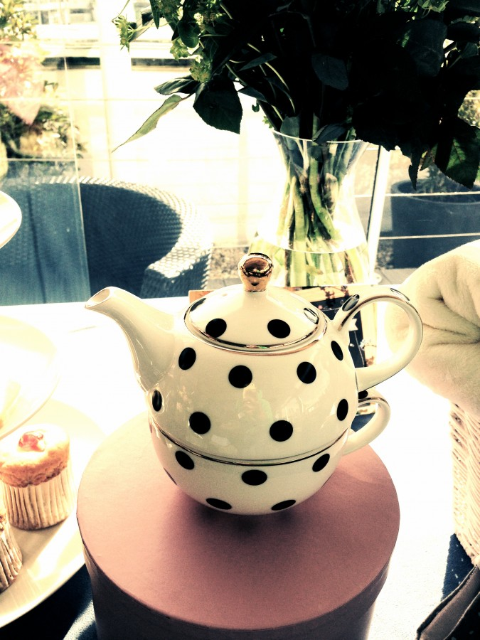 Moonpig Spring Collection Bombay Duck teapot