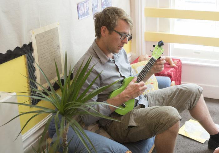Ben Faulks and his ukulele at Aberdeen Park Nursery